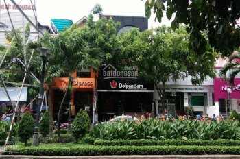 Cho thuê nhà mặt phố Phan Xích Long 8m x 18m, trệt, 3 lầu, kinh doanh tự do
