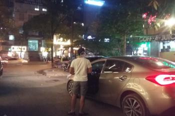 Cho thuê điểm vỉa hè bán hàng ăn 10m2 tại đầu ngõ Huỳnh Thúc Kháng, Đống Đa, Hà Nội