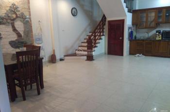 Cho thuê nhà Võng Thị, Tây Hồ, 45m2, 5 tầng, 6PN, giá 16 triệu/tháng