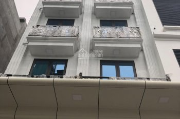 Cho thuê tòa nhà Nguyễn Chánh, diện tích 105m2 * 7 tầng nổi + 1H. Làm văn phòng, giá 138,87 tr/th