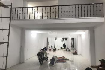 Cho thuê nhà 53 Hàng Bài 235m2 x 2,5 tầng, mặt tiền 6m nở hậu 15m. Nhà mới, LH: 0974433383.