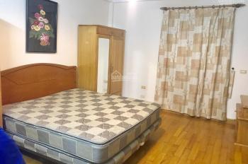 Cho thuê nhà riêng ở Liễu Giai DT 45m2 x 5T, MT: 5m, đủ đồ, giá thuê: 25tr/th. LH 0903215466