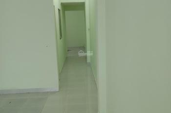 Bán gấp nhà cấp 4, giá rẻ hẻm đường 185, Phước Long B, Quận 9, LH 0961267851