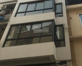 Cho thuê nhà phố Trần Quốc Vượng, Dịch Vọng Hậu. DT 60m2 * 5T, MT 6m, thông sàn, 50tr/th 0963561194
