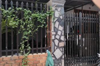 Cần bán gấp nhà gần cổng 11, bằng giá đất chỉ 800tr, LH: 0937020466