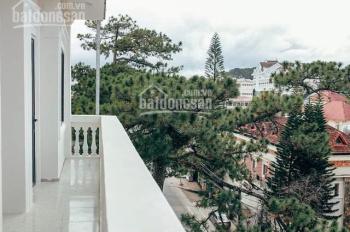 Bán khách sạn đạt tiêu chuẩn 2 sao, nằm ngay trung tâm thành phố, cách Hồ Xuân Hương 10 phút đi bộ