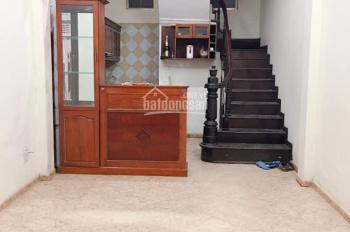 Nhà riêng 3,5 tầng có 2 phòng ngủ, phố Đoàn Thị Điểm, Đống Đa, 8tr/th, LH: 0978685735