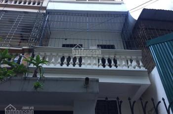 Nhà riêng ngõ Minh Khai gần cầu Mai Động, DT 50m2x3T và 15m2 sân để xe, giá 8tr/th