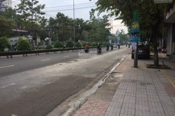 Cho thuê nhà nguyên căn 1 trệt, 3 lầu, ngay mặt tiền đường Đồng Khởi, hợp đồng lâu dài