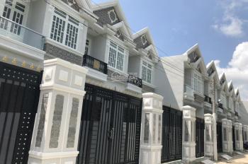 Bán nhà chia tài sản cho vợ, nhà sau chợ Bình Chánh. sổ hồng riêng, giá 825 triệu
