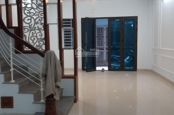 Bán nhà ngõ 29 Võng Thị, gần UBND phường Bưởi, DT 55m2, có thang máy, giá 6.5 tỷ. LH 0972264985