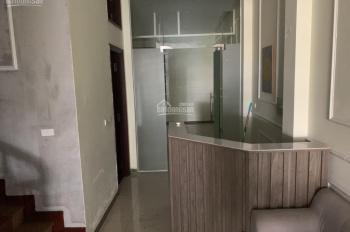 Cho thuê nhà MP Trung Hòa và Vũ Phạm Hàm, DT 135m2 x 5 tầng, MT 6m, có điều hòa. LH 0987 560 669
