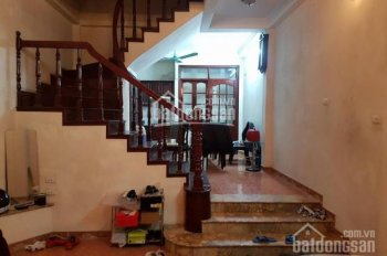 Cho thuê nhà riêng phố Thái Thịnh, DT 60m2 x 4 tầng, mặt ngõ 61 Thái Thịnh, ngõ to rộng rãi