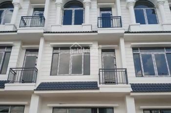 Cần bán nhà mặt phố mới xây mặt tiền ĐT743A, Dĩ An, giá 5,6 tỷ