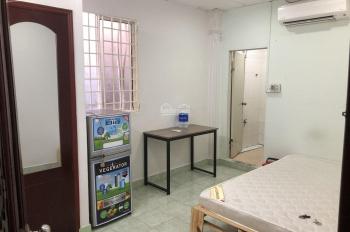 Phòng 20m2 toilet riêng nội thất cơ bản. Ngay mặt tiền rất thuận tiện sinh hoạt và di chuyển