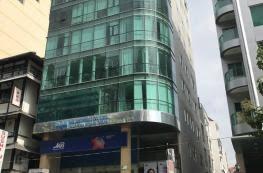 Cho thuê tòa nhà mặt tiền đường Trần Hưng Đạo,đoạn 2 chiều,quận 5 dt 7x21.(4 tầng).Giá 11500 USD