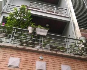 Nhà mặt phố Trần Quốc Hoàn, làm VP, KD, TT ngoại ngữ. DT: 70m2 x 6 tầng, 40 triệu/tháng