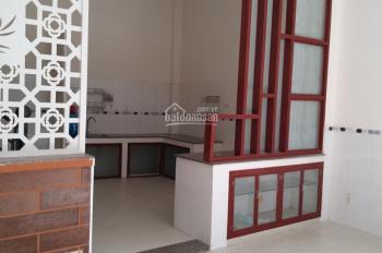 Bán nhà 1 lầu, giá 4,5 tỷ, đường Nguyễn Thị Định rẻ vào, quận 2. LH: 0936666466