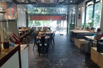 Sang nhượng nhà hàng phố chùa láng 140m2, mt 7m, giá thuê 75 tr/tháng, LH 0987 560 669