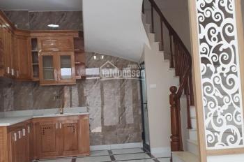 Nhà ngay cạnh chợ Thạch Bàn 30m2x5 tầng, ngõ trước nhà 2.2m, 50m ra đường Thạch Bàn, giá 1.85 tỷ