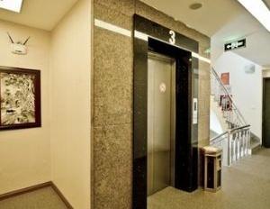 Nhà rẻ phố Thái Hà, 95m2, 7 tầng, thang máy, MT 7m, 15.5 tỷ. LH 0868.1414.86