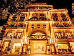 Bán khách sạn 8*19m, mặt tiền Cửu Long, vị trí đẹp gần sân bay, 32 phòng, cho thuê giá cao, 44 tỷ