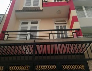 Xuất ngoại, bán gấp nhà hẻm xe hơi 60 Nguyễn Trãi, phường 3, quận 5.