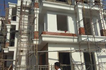 Bán nhà 3 tầng, xây dựng kiên cố, sổ riêng, giá 890 triệu đồng