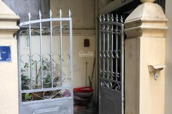 Nhà sổ đỏ ngõ 379 Đội Cấn 4 tầng nở hậu, có sân, cổng trước sau ngõ. LH 0915021109