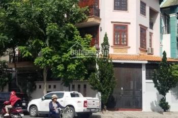 Cho thuê nhà góc 2 mặt tiền đường Âu Cơ, diện tích 8x30m, nhà 3 lầu trống suốt
