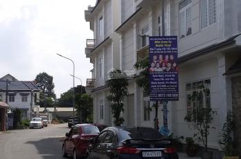 Bán nhà mặt phố, thổ cư, sổ hồng 1 trệt 2 lầu hỗ trợ ngân hàng 70% Dĩ An, Bình Dương