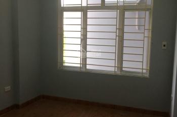 Cần bán căn nhà Yên Nghĩa 38m2, ô tô đỗ cửa, giá 1,32 tỷ. Lh: 0964901045