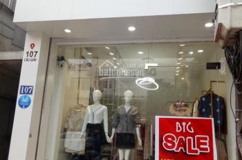 Cho thuê sang nhượng shop thời trang mặt phố Chùa Láng 50m2 x 3,5 tầng. Mặt tiền 4,5m