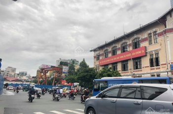 Bán gấp khách sạn đường Ký Con P. Nguyễn Thái Bình Q.1 DT 4,2 x 17m hầm 8 tầng ST 19 phòng 200tr/th