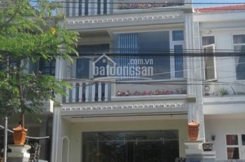Cho thuê nhà nguyên căn đang kinh doanh nhà cho người nước ngoài thuê, vị trí đắc địa tại Hội An
