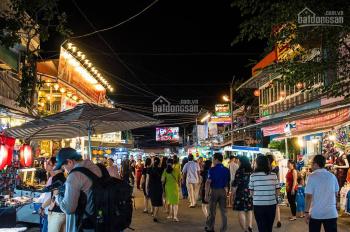 Cho sang lại gấp sạp bán thức ăn nhanh trong chợ đêm Tân Đức