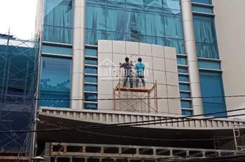 Cho thuê nhà mặt phố Vũ Phạm Hàm, Yên Hòa, Cầu Giấy. DT 90m2 x 5T, MT 6m, có thang máy giá 45tr/th