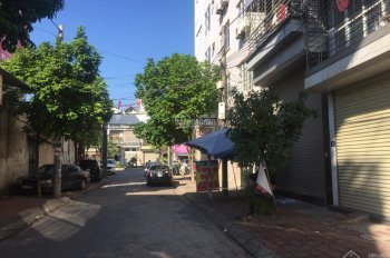 Cho thuê nhà 5 tầng diện tích 104m2/sàn ngã tư thị Trấn Phùng, đường 32 vào 30m