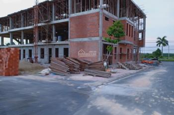 Cần bán mấy lô đất đối diện chợ, lô góc 2 MT, đối diện UBND Khánh Bình, tiện kinh doanh, đầu tư