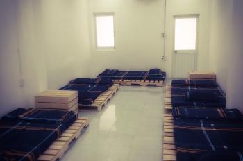 Cho thuê lại lầu 2 ngay trung tâm, có thể làm phòng Dorm cho thuê hoặc văn phòng, Giá: 10tr/tháng