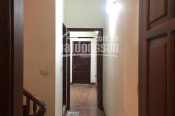 Cho thuê nhà ngõ 77 phố Bùi Xương Trạch, Quận Thanh Xuân, 90m2 x 3 tầng, có sân, giá 15 triệu/th