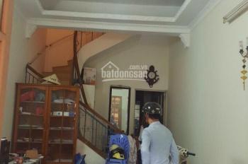 Cho thuê nhà ngõ 125 Trung Kính, DT: 45m2, 4 tầng, giá: 15tr/tháng. LH: 0984408805