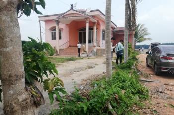Bán nhà 2 mặt tiền, 833m2, giá 2.4 tỷ, gần TTHC huyện Chơn Thành, 0906897858