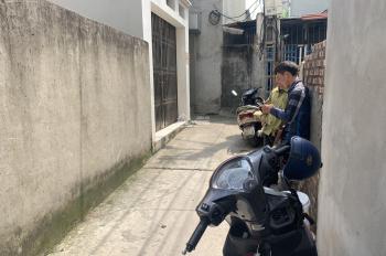 Bán hộ chị gái nhà 3 tầng tại tổ 6 Thạch Bàn, Long Biên, hướng Đông. LH: 0984.965.589