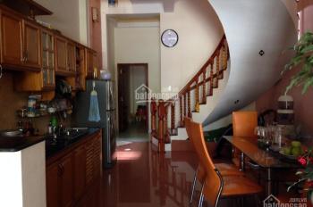 Cần tiền bán gấp nhà Tô Hiệu Hà Đông 40m2, giá 2,6 tỷ cách chợ Hà Đông 200m. LH: 0902226033