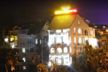 Bán khách sạn đang kinh doanh (doanh thu cao) mặt tiền đường lớn