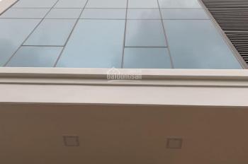 Cho thuê nhà MP Trần Quốc Vượng, 100m2 * 7 tầng, thông sàn, có thang máy, giá 65 tr/th, 0968120493