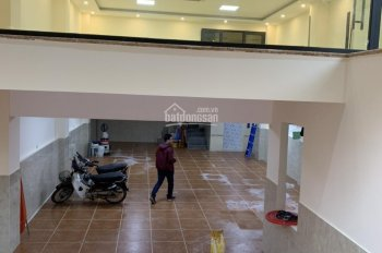 Cho thuê nhà mặt phố Trần Duy Hưng, 100m2*4 tầng 1 hầm, mt 7m, thông sàn, giá 100 triệu