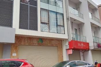 Cho thuê nhà mặt phố Hoàng Hoa Thám, DT 160m2 x 3t, MT 10m, giá 130tr/th. LH Hiếu 0974739378