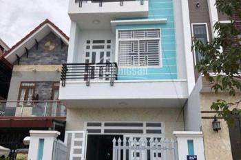 Bán gấp căn nhà 1 trệt, 2 lầu mới xây Lê Minh Xuân, DT 100m2, giá 2.1 tỷ. LH: 0968126542